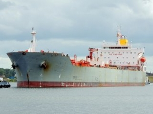 MR oil product tanker